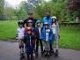 2017-05-13 Instruktorzy MOS Zachod na rolkach z dziecmi w Parku Jordana