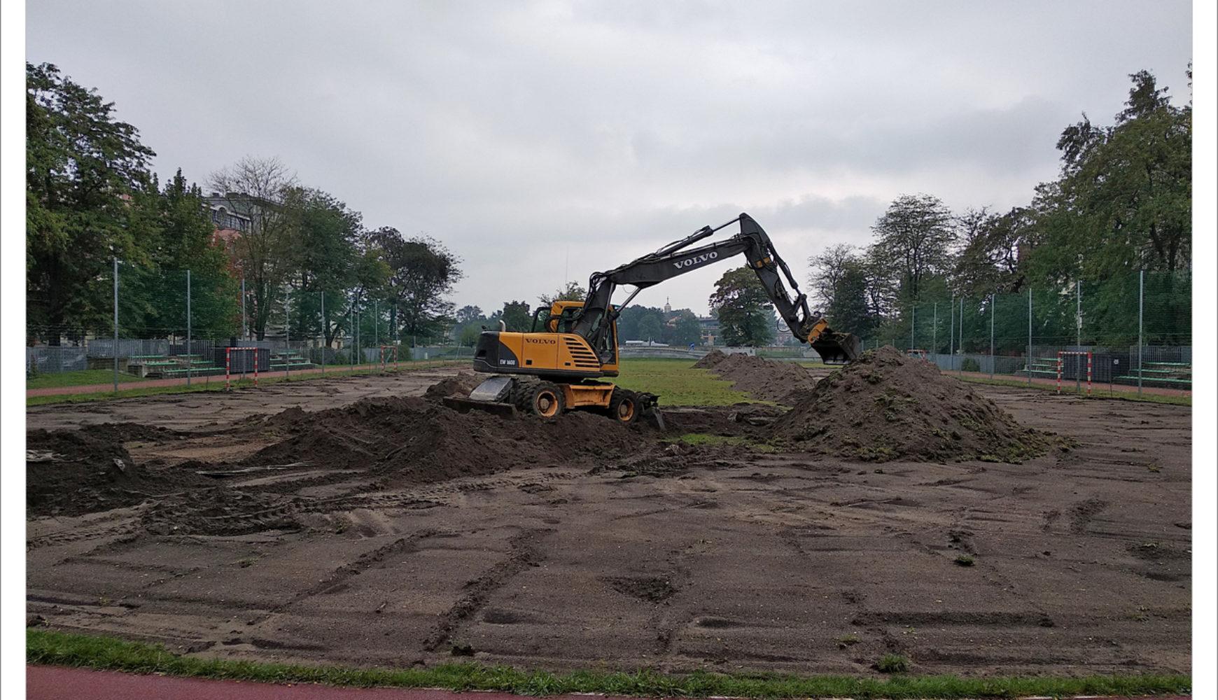 Początek remontu płyty Stadionu MOS Zachód