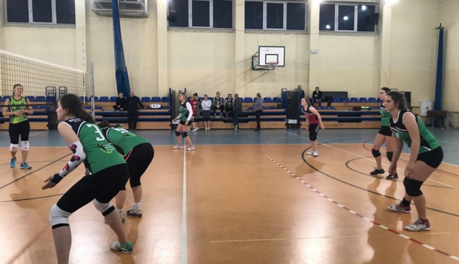Kobieca Liga Siatkówki Małopolskiego TKKF wystartowała